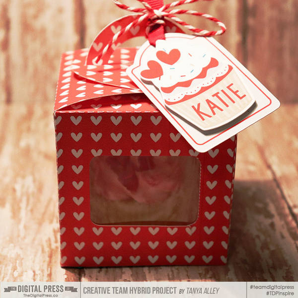 Cupcake box with tag